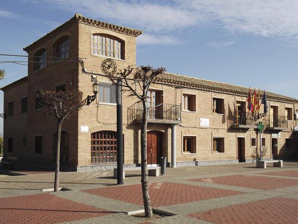 Conjunto escuelas y Casa Consistorial.
